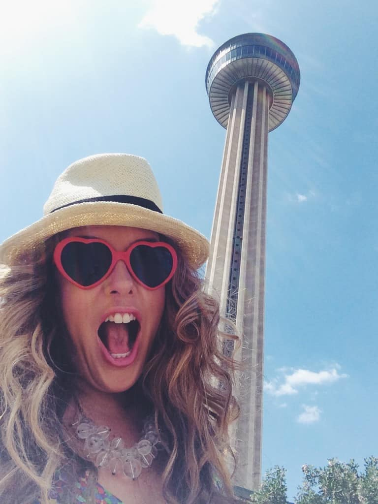 Neutrogena-selfie-challenge-xoxolizza-tower-of-the-americas