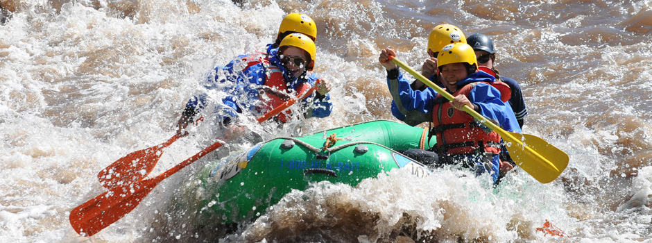 travel-tuesday-idea-white-water-rafting